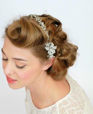 Прически для круглого лица на короткие волосы, свадебная прическа на короткие волосы с мягкими локонами