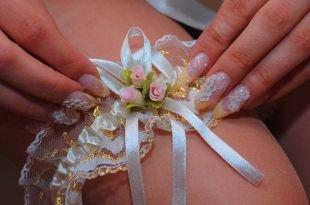 Дизайн нарощенных ногтей, свадебный маникюр с узором