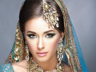 Свадебный макияж в восточном стиле, индийский макияж под синее сари
