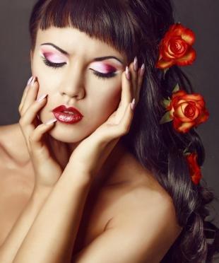 Свадебный макияж с фиолетовыми тенями, праздничный макияж для брюнеток
