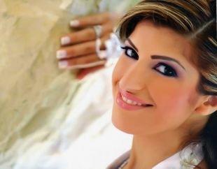 Свадебный макияж с челкой, изящный свадебный макияж для карих глаз розовыми тенями