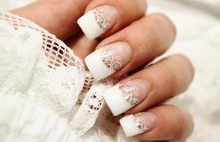 Красивые ногти френч с рисунком, свадебный френч на нарощенных ногтях