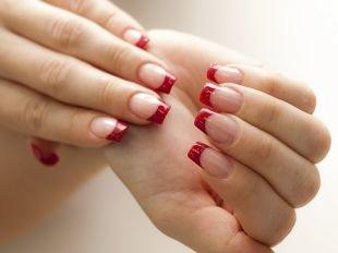 Дизайн ногтей шеллаком, красный френч на выпускной
