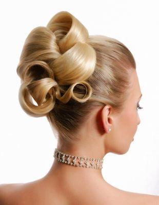 Элегантные прически на длинные волосы, изящная прическа на выпускной для длинных волос