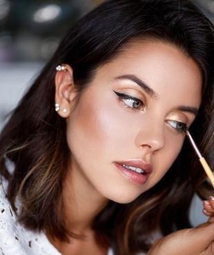 Свадебный макияж в персиковых тонах, легкий макияж со стрелками