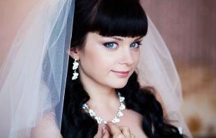 Свадебный макияж с челкой, нежный свадебный макияж для голубых глаз