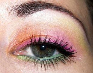 Яркий макияж для серых глаз, цветастый макияж для серых глаз