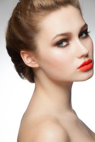 Свадебный макияж с красной помадой, сочный летний макияж