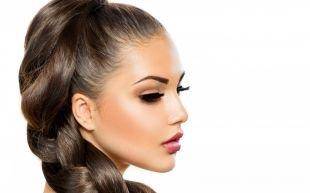 Светло каштановый цвет волос на длинные волосы, прическа в деловом стиле