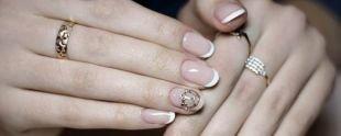 Рисунки золотом на ногтях, классический френч для миндалевидных ногтей
