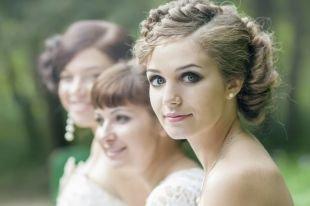 Свадебные прически на бок на средние волосы, прически с косами на средние волосы