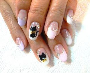 Черные рисунки на ногтях, френч со стразами и котиком
