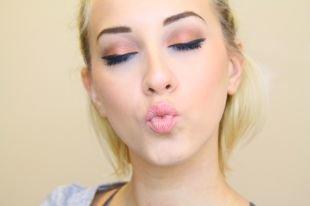 Макияж для блондинок с зелеными глазами, летний макияж персиковыми тенями