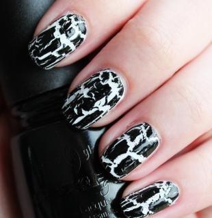 Черно-белый дизайн ногтей, черно-белый маникюр кракелюрным лаком