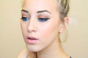 Макияж для голубых глаз под голубое платье, яркий летний макияж