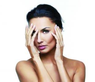 5 способов скрыть мешки под глазами с помощью макияжа