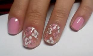 Белые рисунки на ногтях, бледно-розовый маникюр с цветами