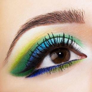 Макияж в синих тонах, макияж для карих глаз с использованием ярких матовых теней