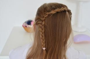 Светло коричневый цвет волос, детская прическа на каждый день