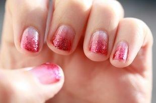 Маникюр на широкие ногти, градиентный бело-розовый маникюр