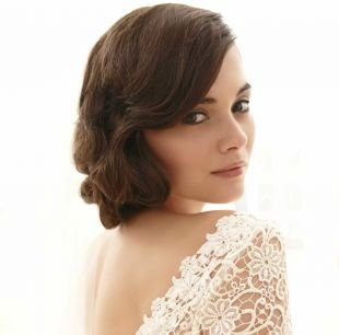 Свадебные прически на бок на короткие волосы, свадебная прическа в стиле ретро для коротких волос