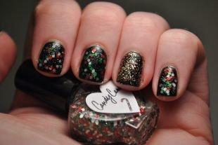 Дизайн коротких ногтей, черный маникюр с крупными и мелкими разноцветными блестками