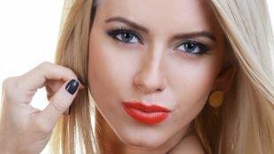Макияж на выпускной для голубых глаз, макияж для голубых глаз с красной помадой