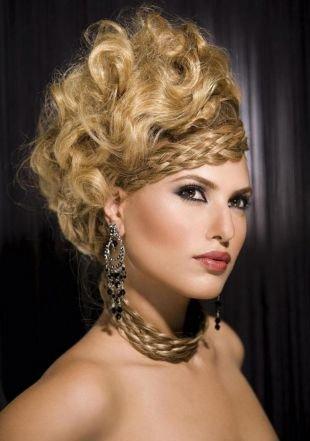 Объемные прически на длинные волосы, экстравагантная греческая прическа