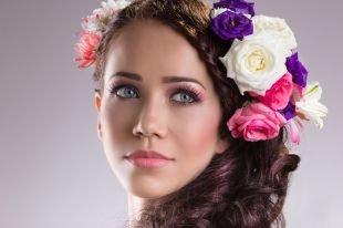 Макияж для брюнеток с голубыми глазами, летний макияж с розовыми тенями