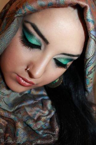 Восточный макияж для карих глаз, восточный макияж в изумрудных тонах
