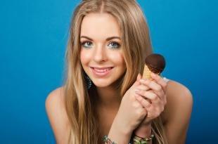 Макияж для блондинок, макияж глаз с голубыми тенями