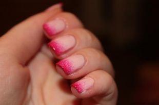 Маникюр своими руками, бежево-розовый градиентный маникюр