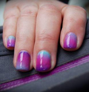 Рисунки на ногтях для начинающих, сиренево-малиново-бирюзовый градиентный маникюр