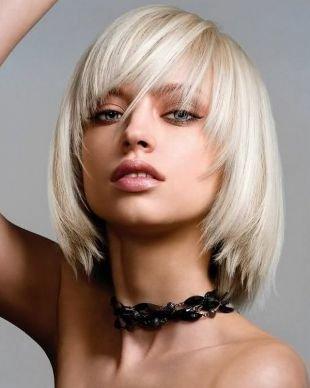 Модные женские прически на короткие волосы, каре с челкой