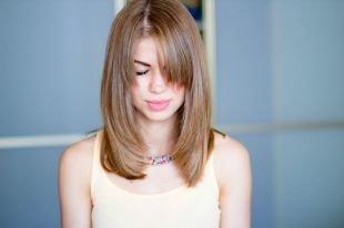 Русо рыжий цвет волос на длинные волосы, стрижка волос лесенкой