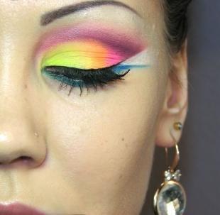 """Авангардный макияж, цветной мейкап в технике """"бабетта"""""""
