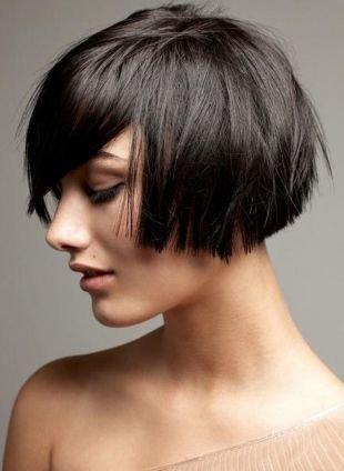 Прически с челкой на короткие волосы, смелая стрижка боб