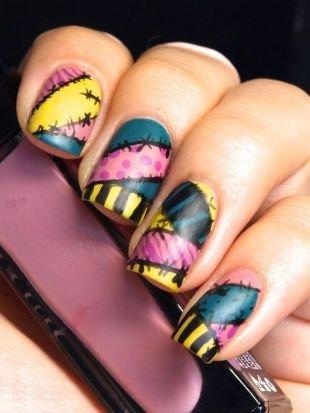 Черный дизайн ногтей, разноцветный маникюр со швами