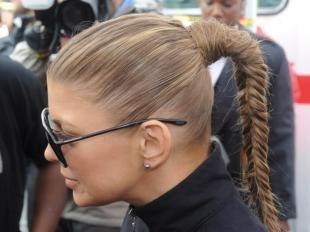 Мышиный цвет волос на длинные волосы, эксклюзивная прическа на основе конского хвоста