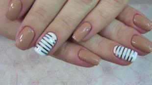 Пастельный маникюр, несложный маникюр с лентами для ногтей