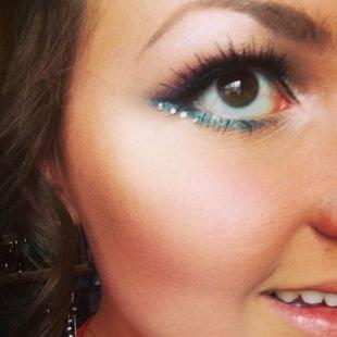 Макияж для больших карих глаз, макияж на выпускной - голубые стрелки и стразы