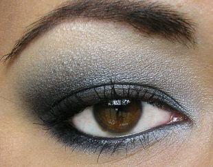 Вечерний макияж для нависшего века, вечерний дымчатый макияж для карих глаз