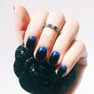 Маникюр шеллак, черно-синий лунный маникюр