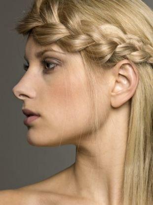 Прически с плетением на выпускной на длинные волосы, прически с с объемной косой сбоку головы