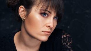 Осенний макияж, оттенок румян для брюнеток с голубыми глазами