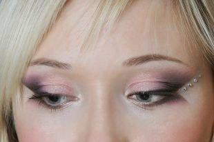 Свадебный макияж с фиолетовыми тенями, свадебный макияж со стразами