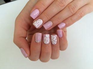 Ажурные рисунки на ногтях, дизайн ногтей с объемным рисунком - белые розы
