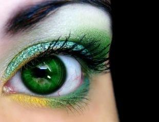 Вечерний макияж для зеленых глаз, шикарный макияж для зеленых глаз зелеными тенями