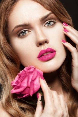 Макияж под очки, весенний макияж с помадой цвета фуксия