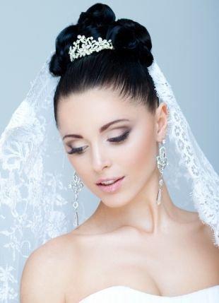Яркий свадебный макияж, свадебный макияж для зеленых глаз в розово-бежевой гамме